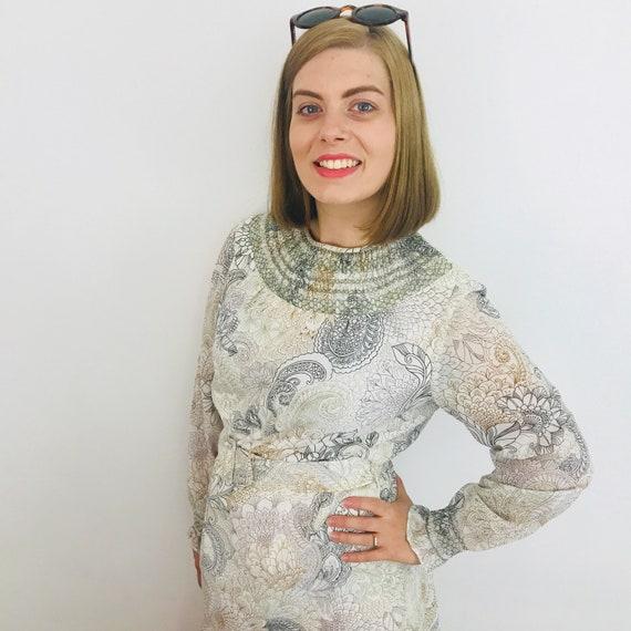 1960s dress, shift dress, paisley print, size 14, white dress, smocking, 60s, Mod, scooter girl, belt, GoGo, wedding