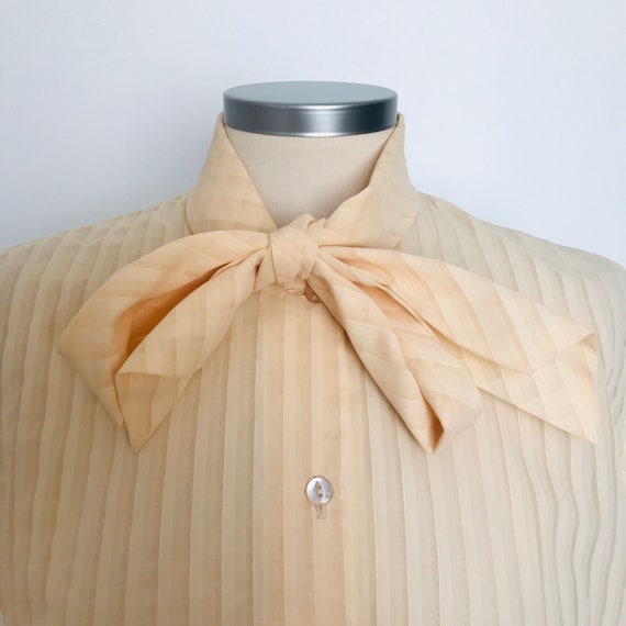 Vintage blouse, peach shirt, polyester,neck tie Mad Men secretary style UK 14, short sleeves, scooter girl Mod, pussy bow, striped,60s,