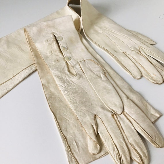 Vintage long gloves 1920s off white gloves, cream gloves, long leather size 6 glam pin up 1930s gloves 40s, Dents, thick leather