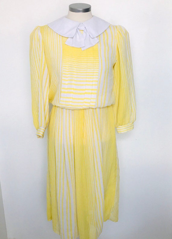 Vintage dress,yellow dress,1980s,bow,80s,kawaii,striped,peter pan collar,pleated, white,day dress,UK 10,S,crepe dress,polyester,lemon,sailor
