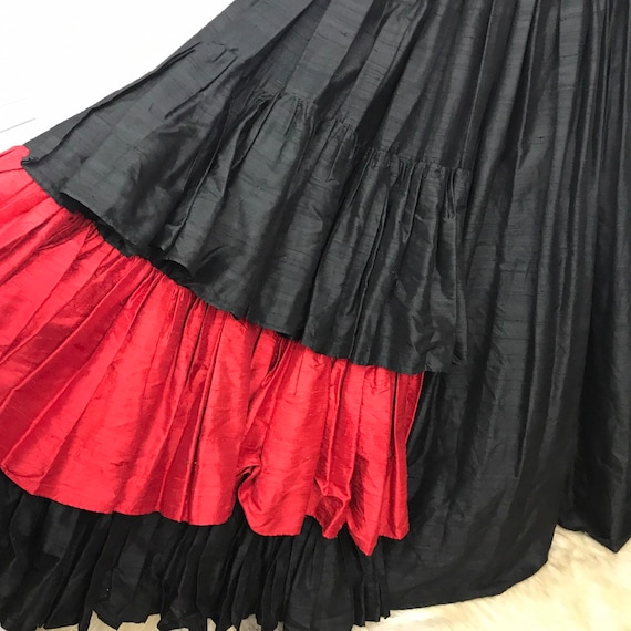 Vintage silk dress, blck silk, slubbed silk, 1980s does 18th century, bustier Vampy ballgown Moll Flanders, tiered skirt,black and red,UK 8