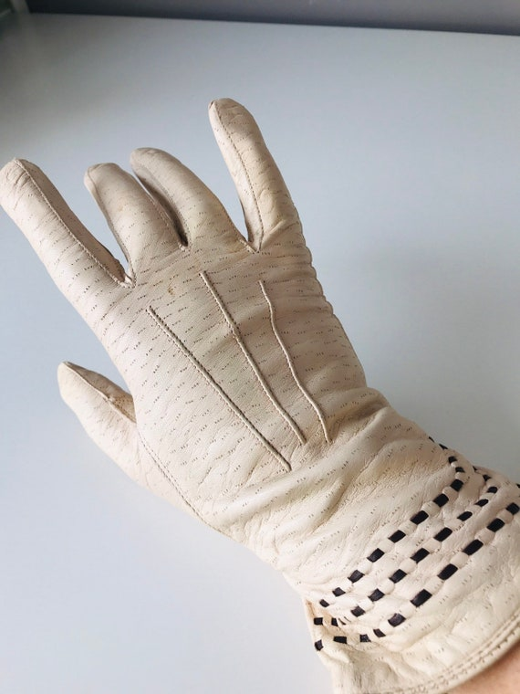 1940s gloves, vintage gloves, cream leather, brown stitching, wool lined, winter, 1930s, original size 6.5, size 7, 40s gloves, re enactor