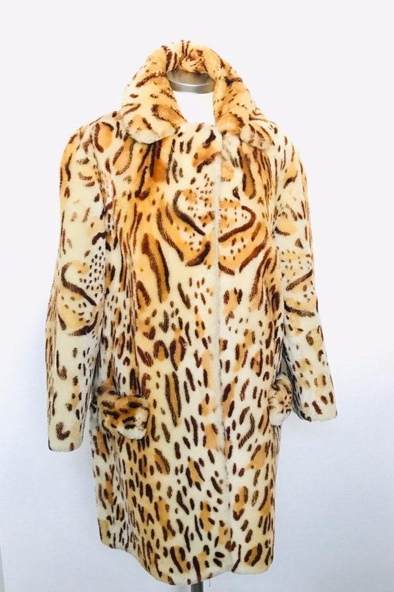 Vintage coat,1950s coat,shaved sheepskin,animal print,leopard print,furry coat,3/4 jacket,UK 12,heavy,big,winter,sheepskin coat