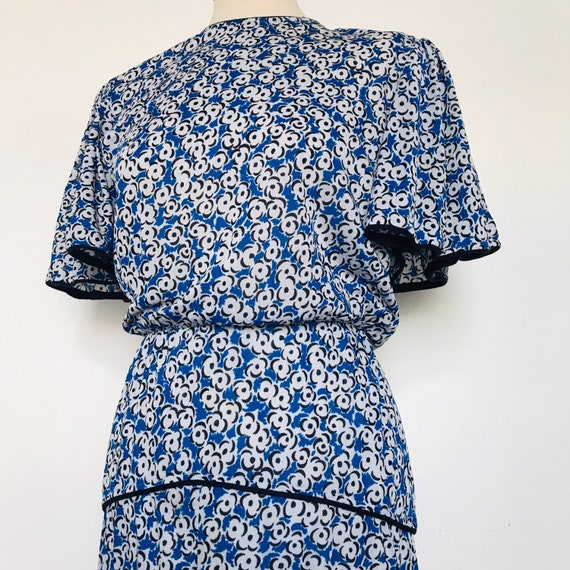 Vintage dress,floral dress,tea dress,UK 10, 1930s style,blue,fit flare,cape sleeves,80s,swing dress,ditsy print, 40s style, flippy,