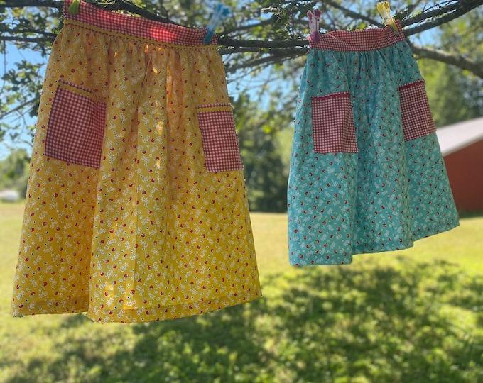 Featured listing image: Apple Half Apron - Gathered Skirt Farm Apron