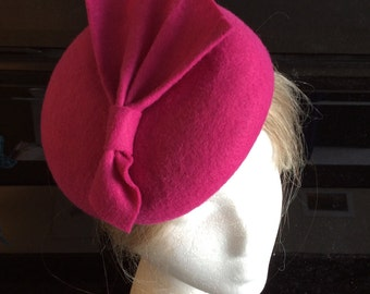 race hat in fuchsia nad purple color Fuchsia pill box hat with violet long feather and netting cocktail beret with long feather and veil
