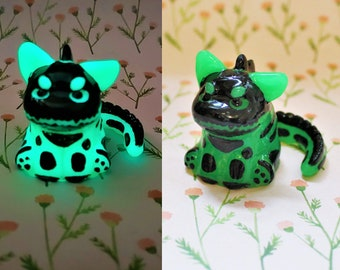 Glow in The Dark Green Dinocat Mini Figure. Handmade Resin Art Toy. Kawaii Resin Cat Figurine. Spoopy Skeleton Kitty Gift. Grumpy Cat Sculpt
