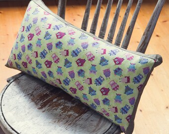 """Rectangle Cushion Cover in """"HOOT HOOT"""" tiny owls from England Fabric  with an EST Linen Backing."""