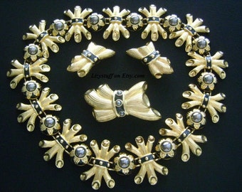 Divine Luxe FENDI ITALY Parure Set 18K Yellow Gold Plated Hematite Black Pearl Enamel Branches Leaves Design Necklace Earrings & Brooch Pin