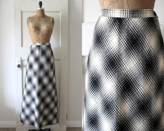 Vintage 1970s White and Black Plaid Maxi Skirt / 7