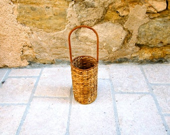Bottle holder in woven banana fiber