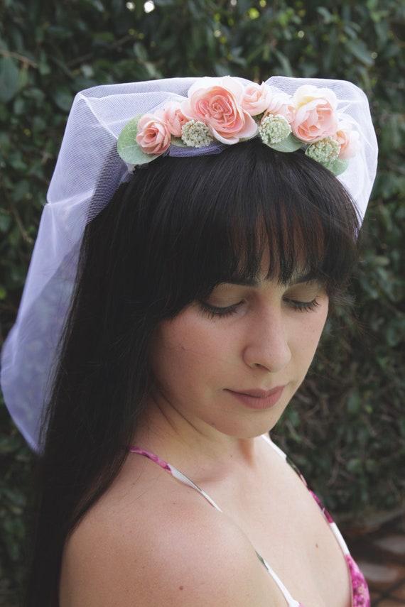 Flower Crown Veil. Bachelorette veil. Bachelorette party. Wedding veil. Flower crown with veil. Wedding veil. Flower veil.