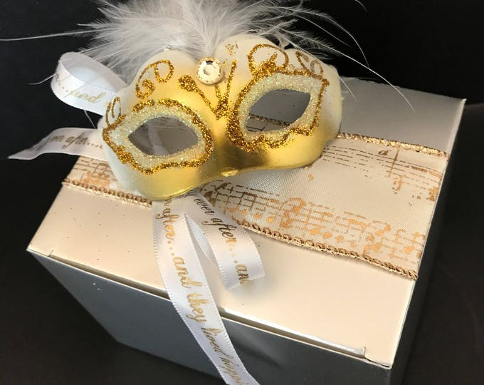 Favor Box with Mask