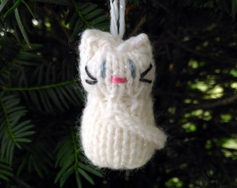 Small White Snow Kitten Ornament, Handmade Knit, Hanging Decoration, Christmas Tree Trim, Rustic Decor, All Year Decoration