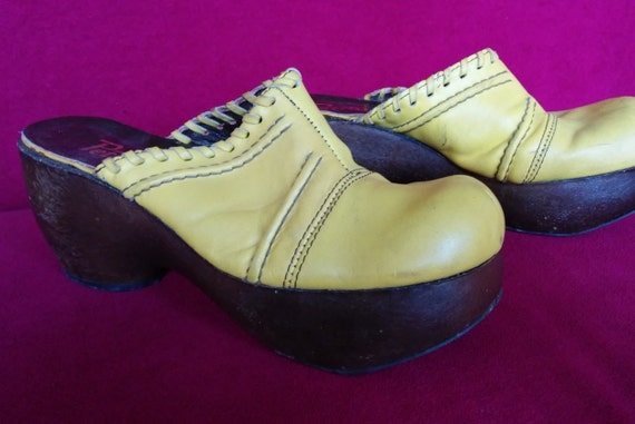 Vintage 70s Rare yellow seventies platform clogs w