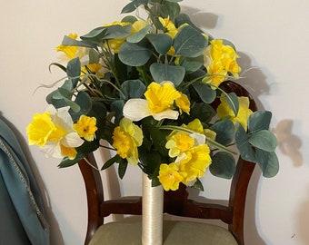 Daffodil Bouquet With Eucalyptus, Daffodil Bridal Bouquet Daffodil Wedding Bouquet, Spring Wedding, Daffodils