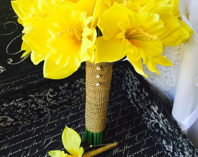 Featured listing image: Daffodil Bouquet, Yellow Bouquet, Yellow Daffodil Bouquet, Spring Bouquet, Spring Wedding, Jute Bouquet, Daffodil Boutonniere, Daffodil