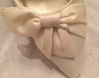 Vintage White Satin Kitten Heels w Bow Detail