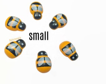 Bumble bee magnets (fridge magnets, wood bee, handmade refrigerator magnets, bee baby shower, small magnets set, bee party favor, zebranas)