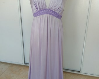 Vintage Vanity Fair Lilac nightgown size M. Very good conditions. String  ties to adjust the back. Free shipping in US. b443ad52c