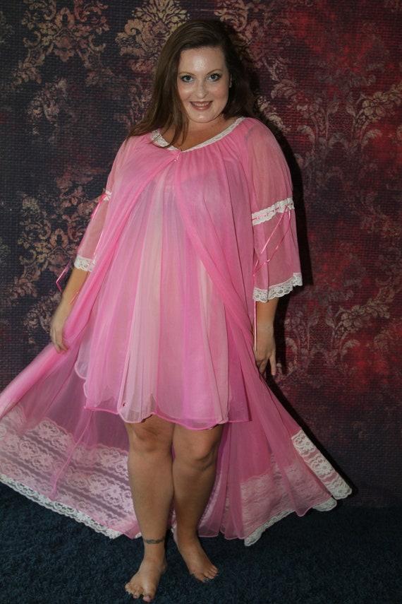 1960's Miss Elaine Peignoir Set in Hot Pink