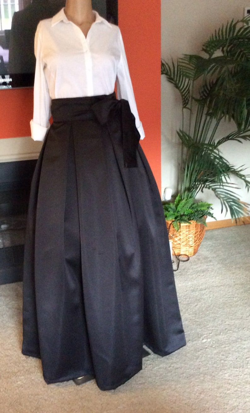 bridesmaids Formal wear FIT AND FLARE Box pleats Maxi skirt Great for all occasions . wedding Great for parties Prom