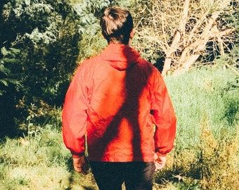 Below Another Sky A Mountain Adventure in Search of a Lost Father American Vintage Smock - Red M