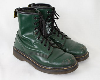 c59092c68e3 US7 Vintage Dr Martens Green 8 Eyelet Leather Boots Grunge Punk Rocker  Biker Goth Festival Womens EU38   US7   UK5