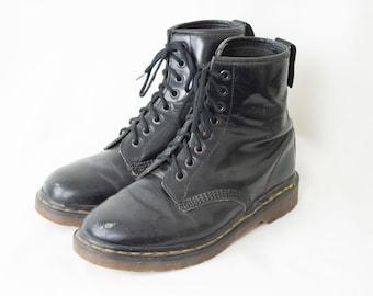 823aa0c2ffa5 US8 Vintage Dr. Martens Black 8 Eyelet Leather Boots Made in England Grunge  Punk Rocker Biker Goth Festival Womens EU39   US8   UK6