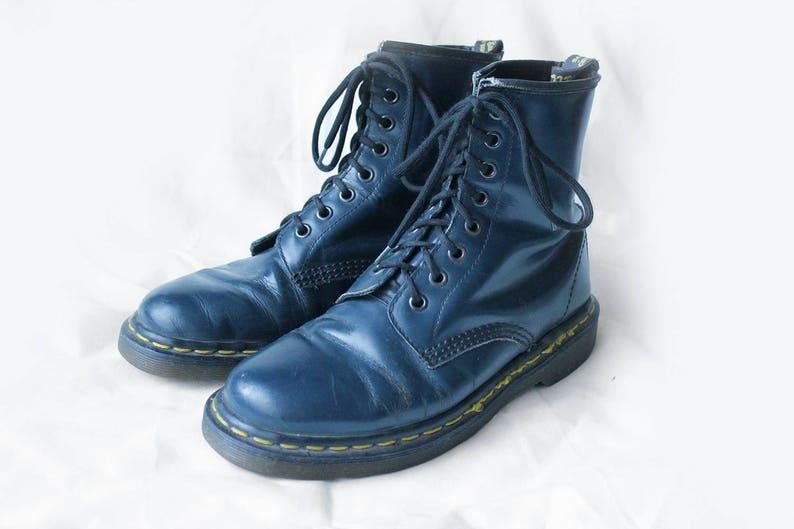 US7 Dr Martens Vintage Dark Navy Blue Leather Doc Martens  bd706bad1c
