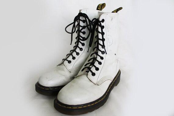 US7 Dr Martens en cuir cuir cuir blanc Vintage Doc Martens bottes EU38 / US7 / UK5 pour les femmes 3c7a3f