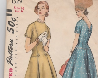 Simplicity 1529 Vintage Pattern Womens Fit and Flared Dress with Dropped Waist and V Back SIze 16 Bust 34