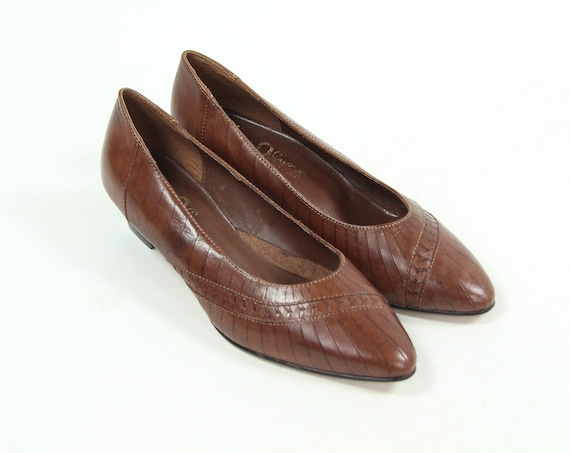 Women's 7.5 Brown Low Heel Pumps Vintage Shoes Made in Brazil