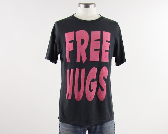 FREE HUGS T-shirt Vintage Black and Pink 90's Tee Shirt Size Medium