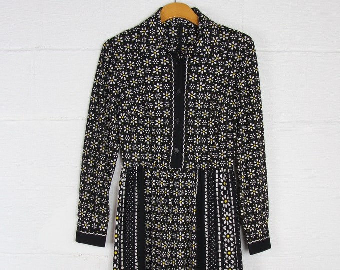 Black Floral Pansy Mod 60's Poly Dress Vintage Size Small