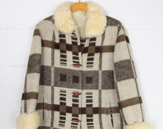 Women's 70s Plaid Brown Toggle Coat w/ Faux Fur Collar and Sleeves Plaid Jacket Vintage Size Medium Large