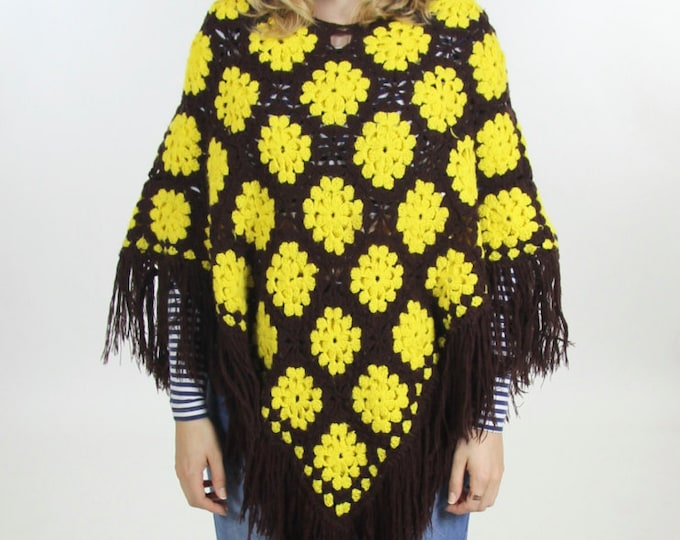 70's Knit Diamond Patterned Poncho Women's Brown Yellow Crocheted Fringe Cape Boho Shawl Sweater Throw Vintage Size Small Medium Large