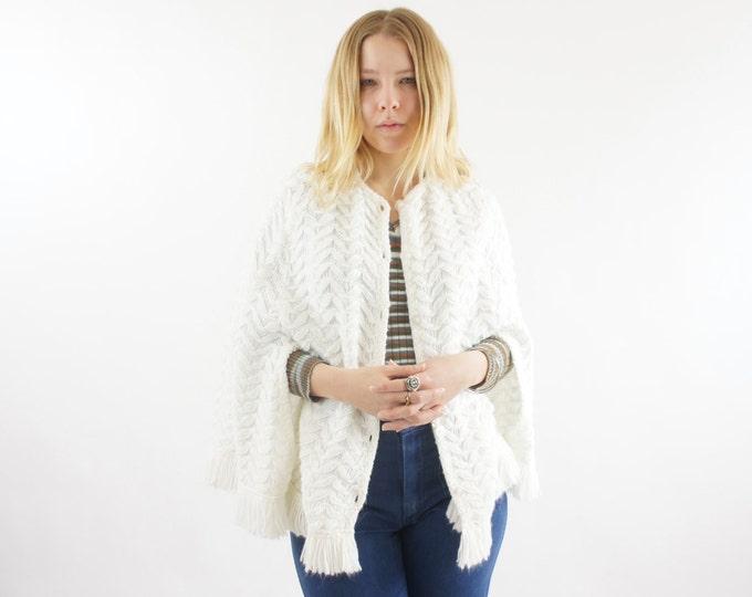 60's White Vintage Women's Soft Winter Cape with Fringe / Poncho Size Medium Large / One Size