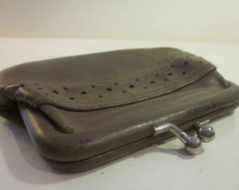 Simple Clasped Leather Change Purse in Taupe