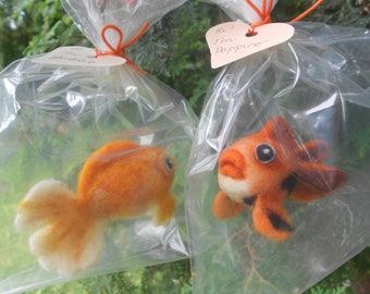 Needle felted Goldfish - Goldfish figurine - Goldfish in a bag - Realistic Goldfish - Nemo figurine- Goldfish art - Goldfish ornament