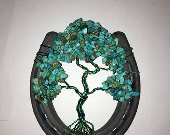 Turquoise bead chip twisted wire tree in a horse shoe