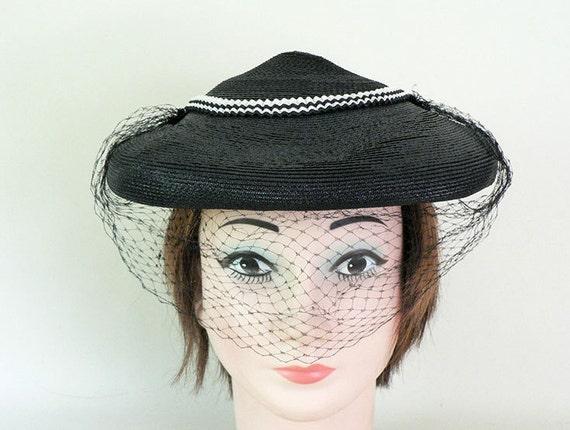 Womens Vintage 1950s Black Fascinator Hat - image 1