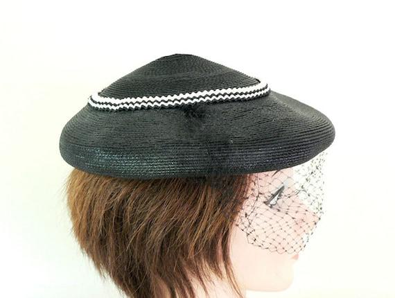 Womens Vintage 1950s Black Fascinator Hat - image 3