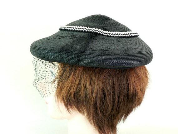 Womens Vintage 1950s Black Fascinator Hat - image 2