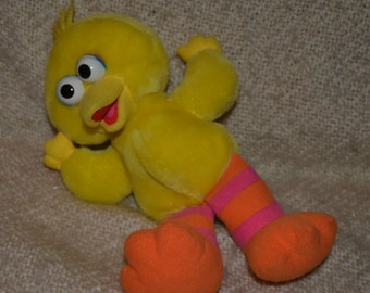 "LITTLE  "" BIG BIRD "", He Laughs, Vibrates, & says "" That's Funny!""  by: Tyco, Pre School Toys,  Vintage 1996."