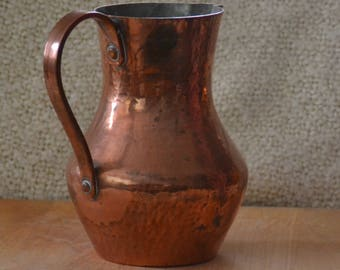 ANTIQUE COPPER Hammered PITCHER for Water or other liquids.Etched on Bottom:Barrcofa (hard to read) Gould..Portugal.Ex. Vint. Cond. Med high