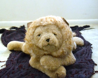 """Huge """" GUND """" """"Reclining LION 27"""" long HUGE..Collector's Classics. Excellent Vintage Condition, """"1984"""" Looks great for his age! Tan."""