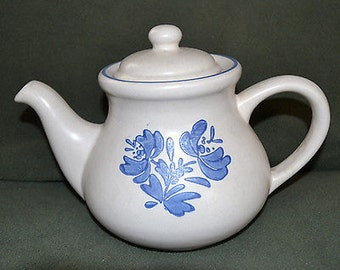 PFALZGRAFF YORKTOWNE 6 Cup TEAPOT Vintage # 550Y  Old Castle Logo, Mint