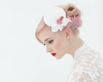 Headpiece Fascinator bride pillbox dusky pink blush rockabella Vintage fifties polka dots bridal berries minimalistic 50ties Wedding retro