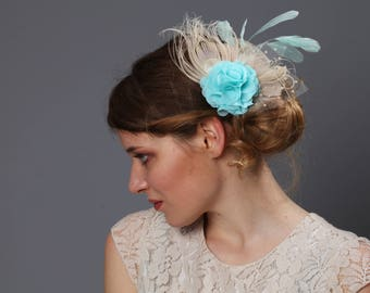 Bridal fascinator, colors mint, aqua blue, nude // Vintage inspired wedding headpiece with feathers & veil.